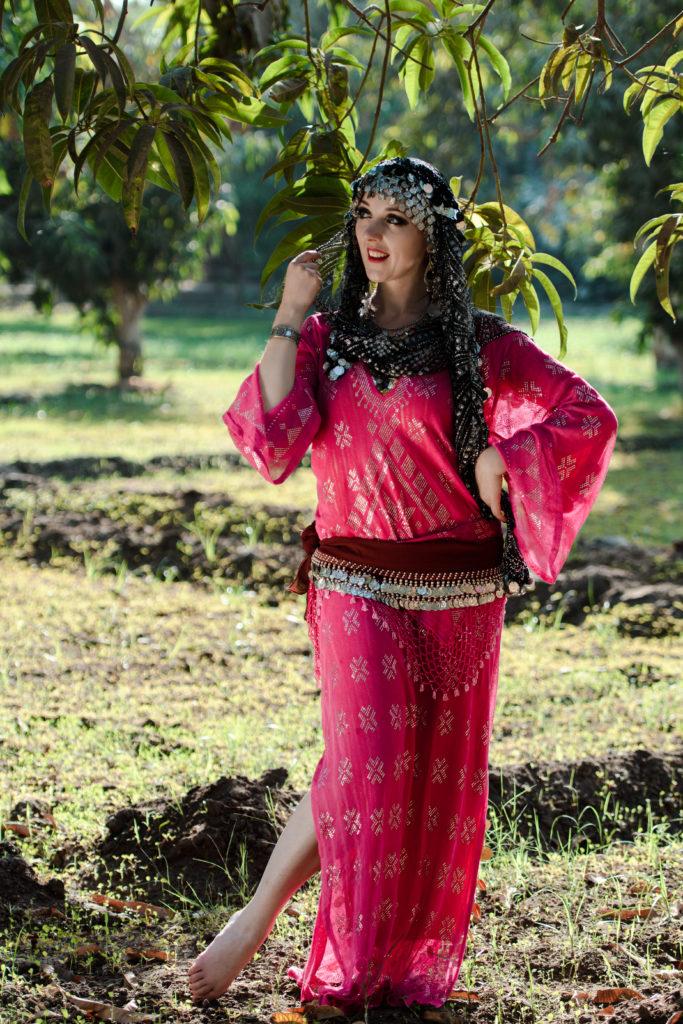 Robe Saidi en Assuit rose. Photo par Yasmina of Cairo